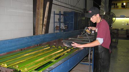 Removing fluorescent liquid penetrant