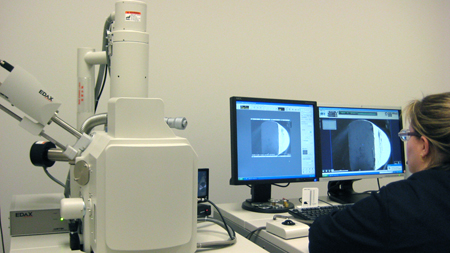 what is a scanning electron microscope